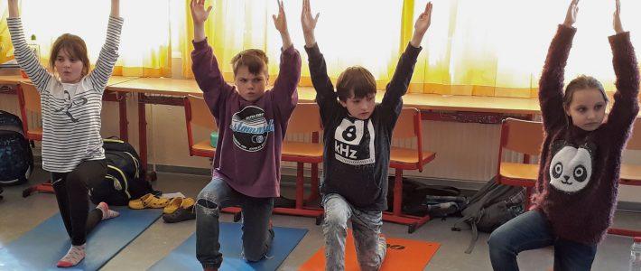 """""""Glückstraining"""" – Projekt Yoga und Achtsamkeit in der Schule 5. – 8. März 2019"""